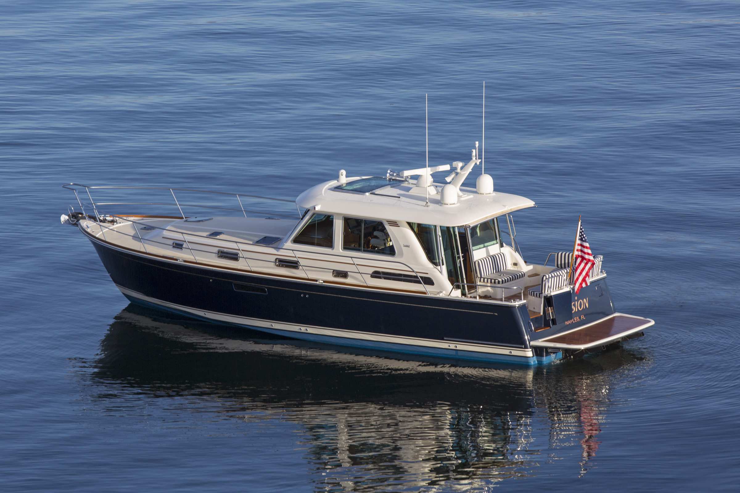 Images Of The Sabre 48 Motor Yacht Made In Maine Interior